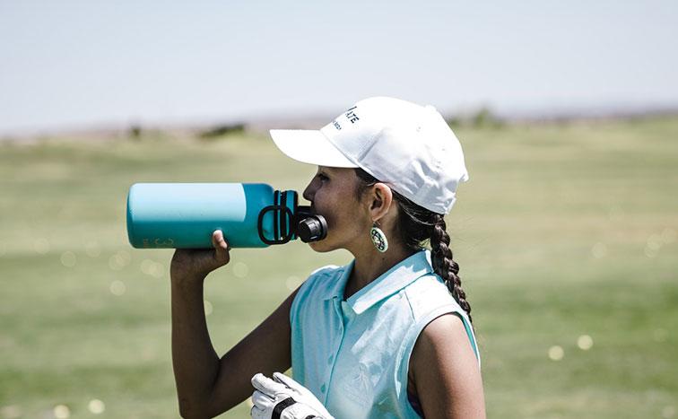 Post billede 3 Ting du skal have med på familieferien Sammenfoldelig vandflaske - 3 Ting du skal have med på familieferien